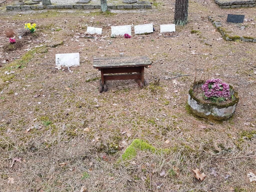 Renoveerimine Pärnamäe kalmistul paekivi puhastamine ENNE foto