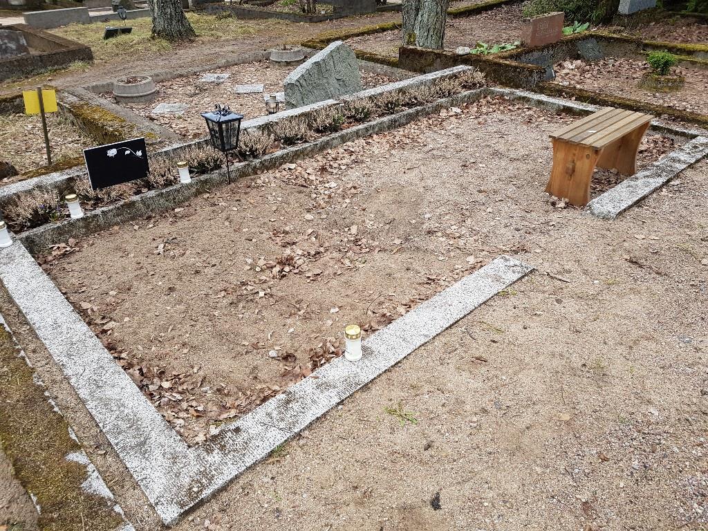 Renoveerimine Tallinna Rahumäe kalmistul ENNE foto