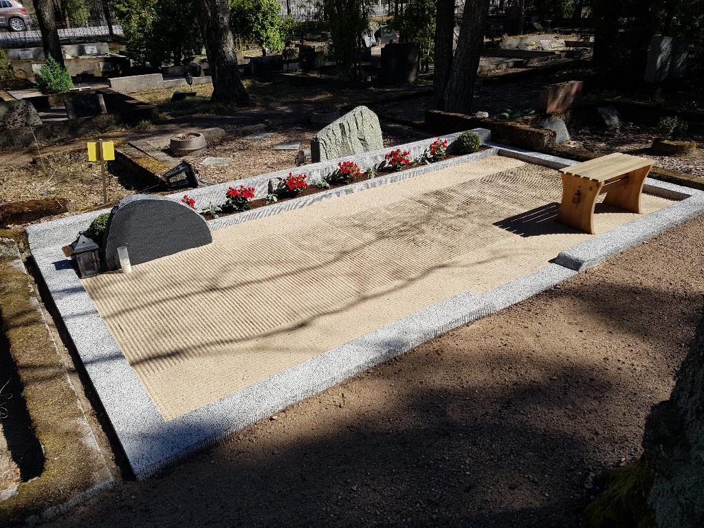Renoveerimine Tallinna Rahumäe kalmistul PÄRAST foto