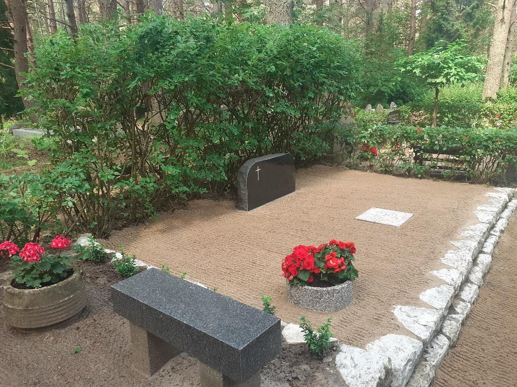 Renoveerimine Pärnamäe kalmistul paekivi puhastamine PÄRAST foto