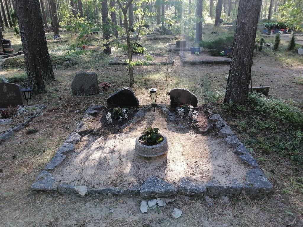 Renoveerimine Liiva kalmistul ENNE