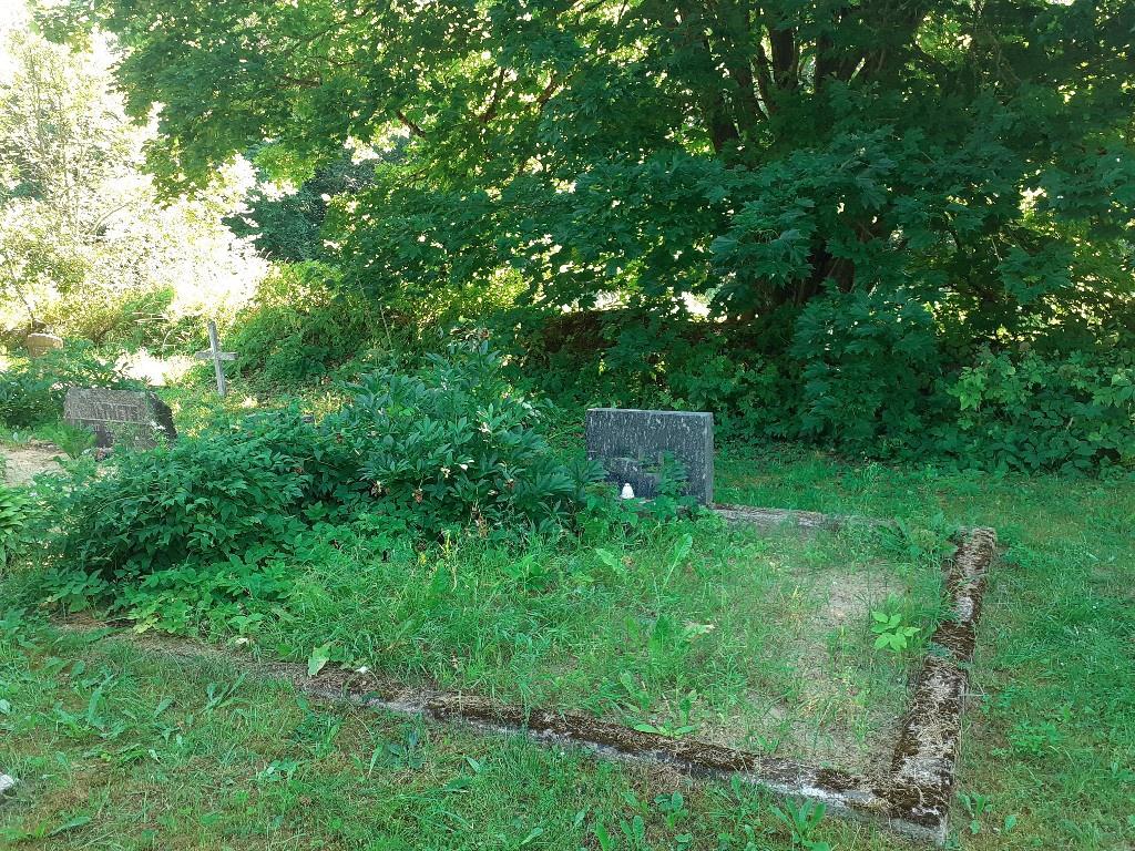 Renoveerimine Väike-Lähtru kalmistul ENNE