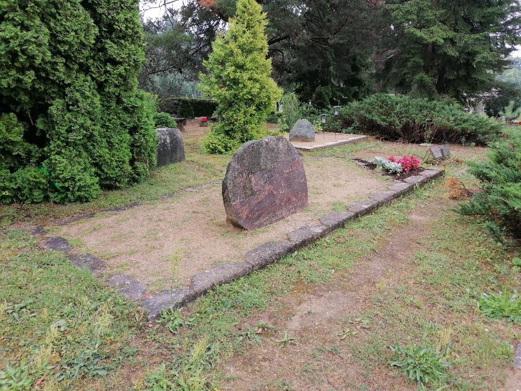 Renoveerimine Viljandi Metsakalmistul ENNE